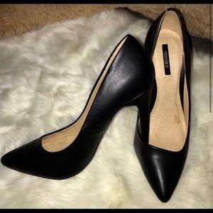 Black Heeled Pumps